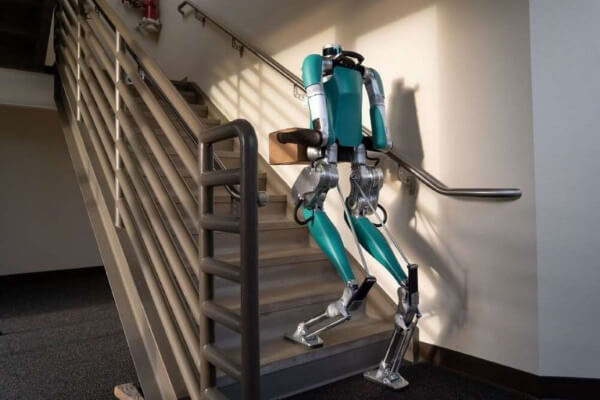 Американский стартап Agility Robotics начал продавать двуногого прямоходящего робота-курьера Digit