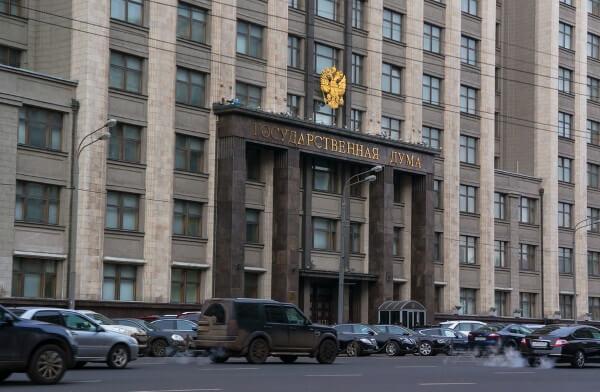 Депутаты Госдумы приняли в первом чтении законопроект о необходимости предустанавливать российское программное обеспечение на смартфоны, ноутбуки и телевизоры со Smart TV