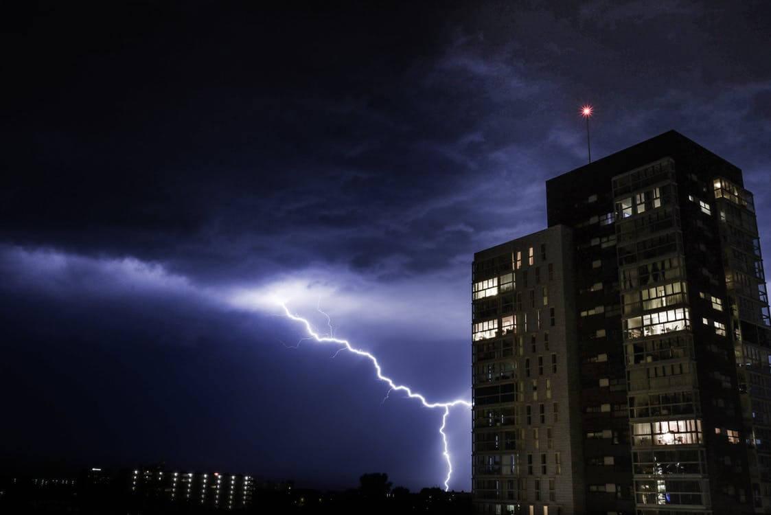 night-clouds-thunder-strike-364267.jpeg