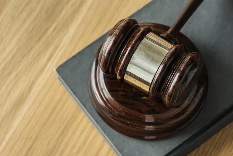 Президент подписал закон о декриминализации репостов