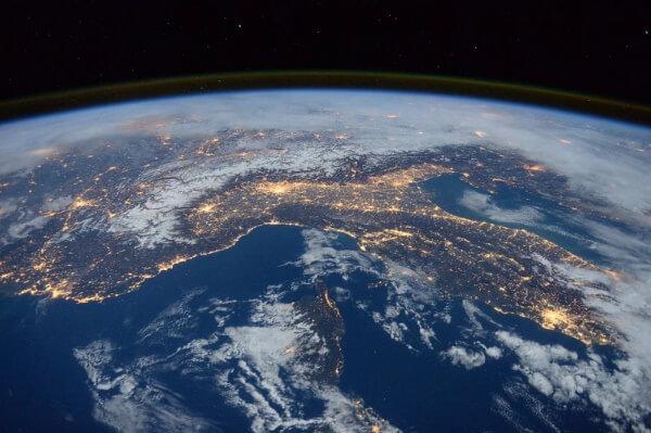 Технодайджест: путешествие на орбиту Земли и уроки с Алисой-логопедом